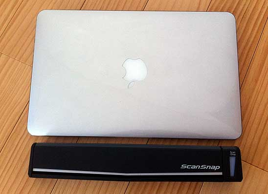 MacBook Air 11inchとの大きさ比較