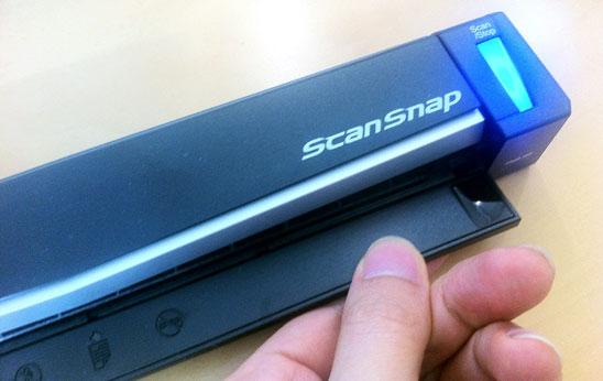 ScanSnapの給紙ふたを開けると自動的に電源がONに